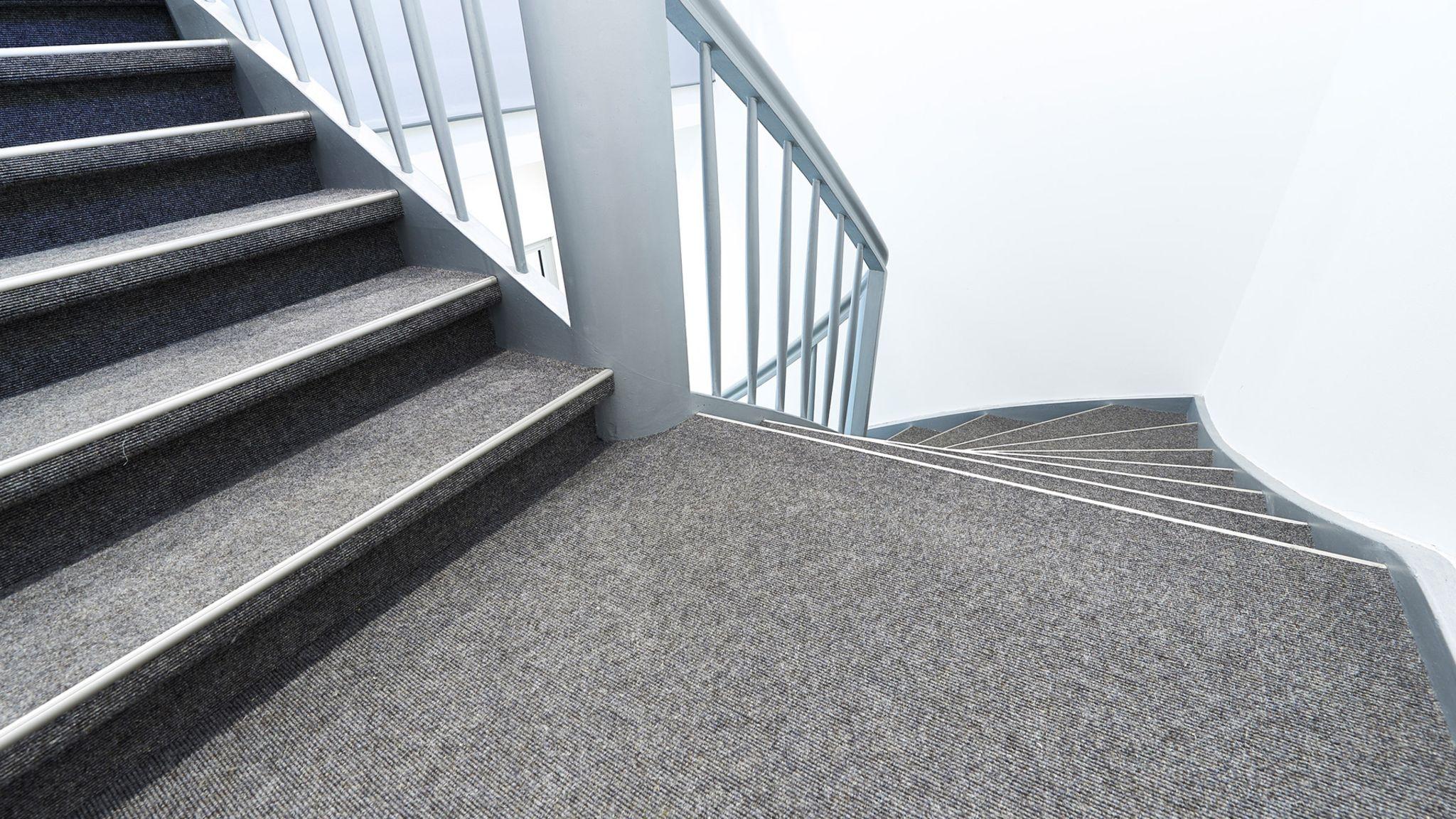 G van den berg tapijt op open trappen g van den berg