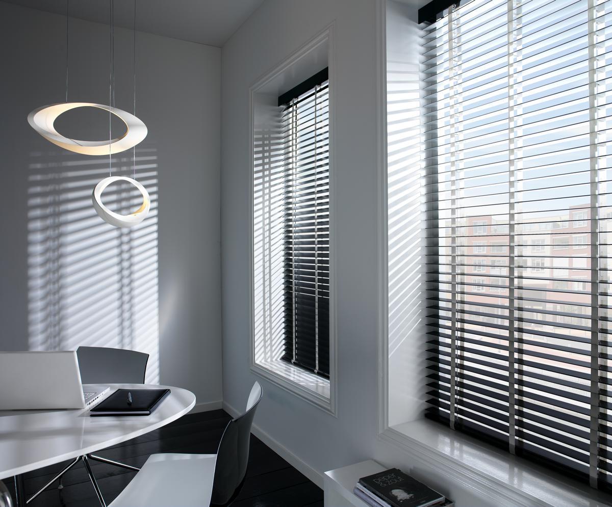 Houten jaloezieën stijlvolle raamdecoratie voor uw woning
